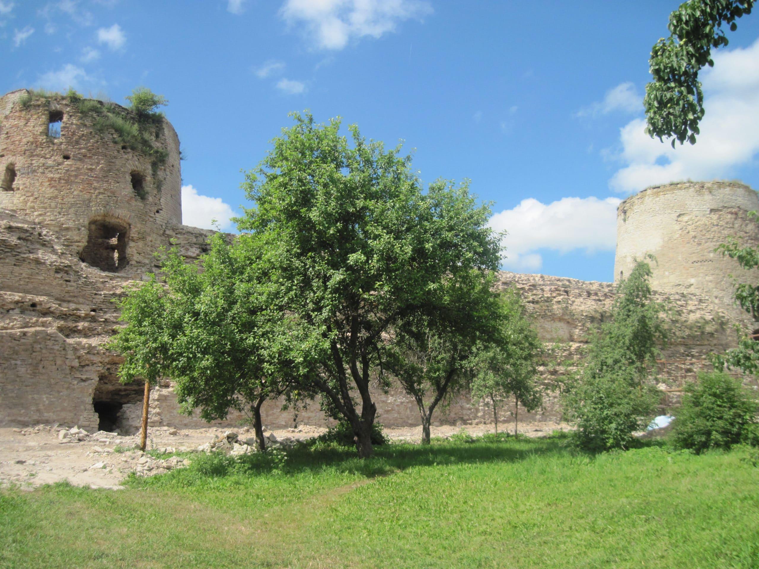 Изборская крепость внутри