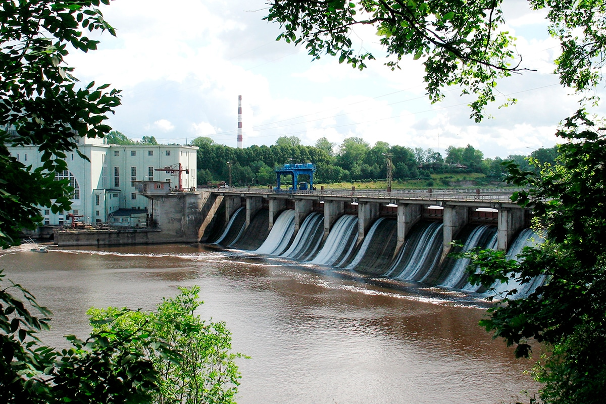 Волховская ГЭС. Сброс воды